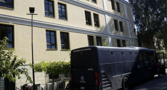 Παραδόθηκε ο δραπέτης από τα δικαστήρια της πρώην Σχολής Ευελπίδων