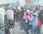 Αδιανόητες εικόνες στα Διαβατά – ΣΟΚ: Πετάνε μικρό κοριτσάκι σε αστυνομικούς (βίντεο)