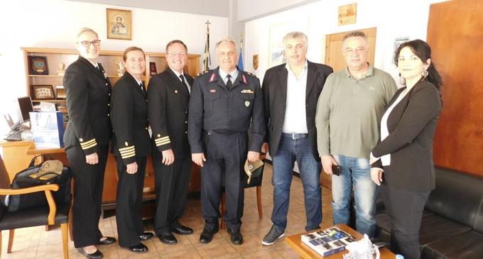 Εκπρόσωποι του αντιτορπιλικού «USS Mitscher» στην Αστυνομική Διεύθυνση Πειραιά