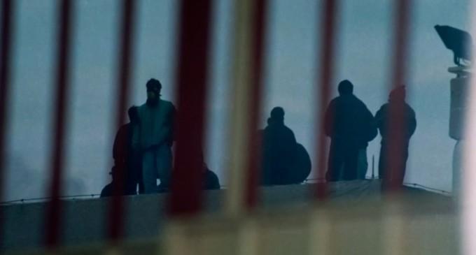Επεισόδια στις φυλακές Αυλώνα: Κρατούμενοι πετούσαν αντικείμενα