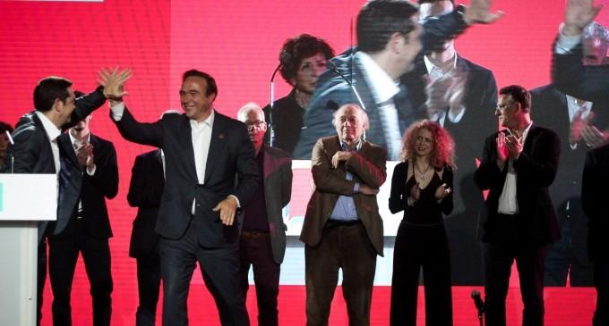 Η πλάκα του Τσίπρα στον Κόκκαλη για τον Ολυμπιακό: Κανείς δεν είναι τέλειος