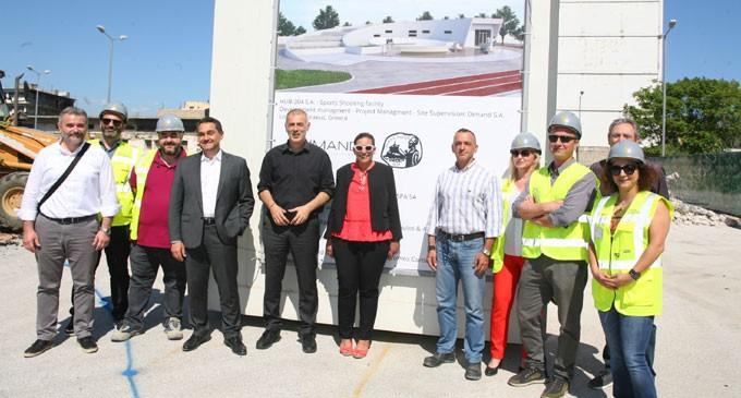 Ο Γιάννης Μώραλης στο ξεκίνημα των εργασιών του νέου σκοπευτηρίου