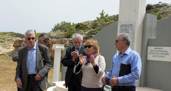 ΑΙΓΙΝΑ:Επίσκεψη τιμής και μνήμης στο μνημείο των εκτελεσθέντων πολιτικών κρατουμένων στον Τούρλο