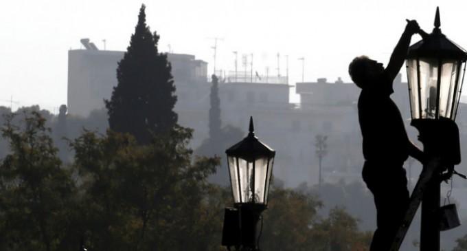 ΕΛΣΤΑΤ: Ενας στους τρεις στην Ελλάδα σε κίνδυνο φτώχειας