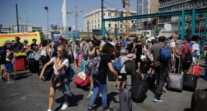 """ΕΛΣΤΑΤ: Αύξηση 3,1% στη διακίνηση επιβατών στα λιμάνια το δ"""" τρίμηνο"""