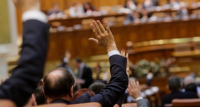 Ερευνα: Οι βουλευτές αντιμετωπίζουν συχνότερα ψυχολογικά προβλήματα