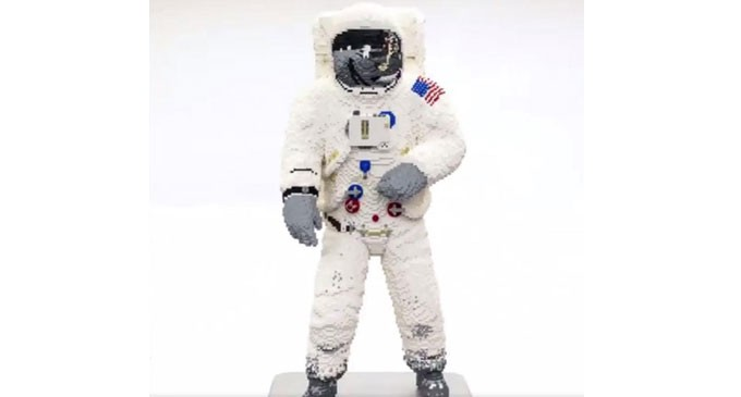 Η στολή του θρυλικού αστροναύτη Μπαζ Όλντριν, από κυβάκια της LEGO! (βίντεο)