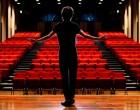 ΟΑΕΔ: Ξεκινά η υποβολή αιτήσεων για δωρεάν εισιτήρια θεάτρου σε ανέργους