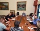 Συνάντηση Πλακιωτάκη με ναυπηγοεπισκευαστές Περάματος και μηχανουργούς Πειραιά