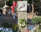 Παύλος Φύσσας: Λουλούδια και μηνύματα στο μνημείο του στο Κερατσίνι