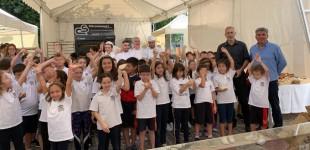 Ο Δήμαρχος Πειραιά Γιάννης Μώραλης στα εγκαίνια της Γιορτής Ψωμιού στο Πασαλιμάνι
