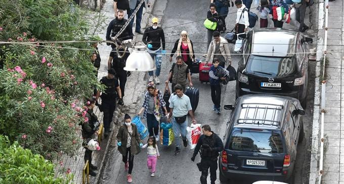 Μεγάλη επιχείρηση εκκένωσης υπό κατάληψη κτηρίου στο κέντρο της Αθήνας (φωτο)