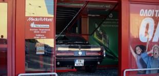 Έκλεψαν Mustang του '67 και μπούκαραν σε κατάστημα ηλεκτρικών στην Π. Ράλλη