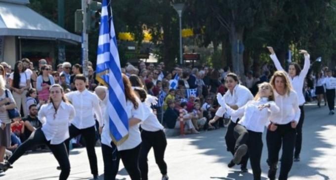 """Μπελαβίλας σχολιάζει την κίνηση των κοριτσιών στην παρέλαση της Ν. Φιλαδέλφειας: «Θέλει πολύ θάρρος… Respect"""""""