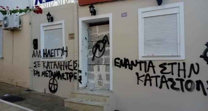 Έχτισαν και την πόρτα (φωτο)