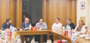 Συνάντηση Κατσαφάδου με Εμπορικό Σύλλογο Πειραιά: «Το πρόβλημα του παραεμπορίου πρέπει να καταπολεμηθεί στη ρίζα του!»