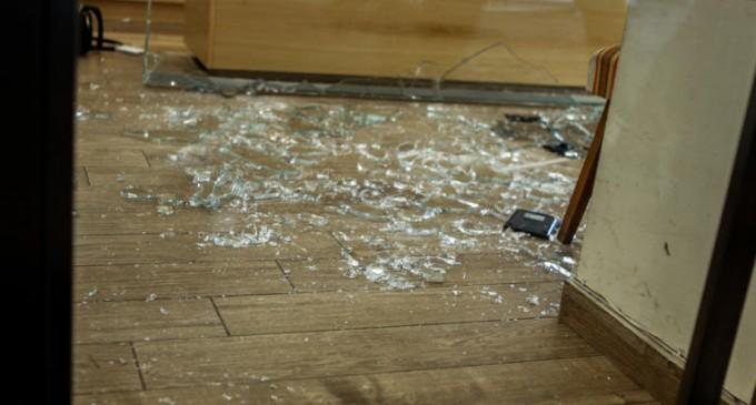 Άγρια εισβολή ληστών σε κοσμηματοπωλείο στην Κυψέλη – Χτύπησαν τον ιδιοκτήτη στο κεφάλι