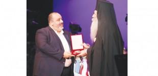 Η Μητρόπολη Πειραιά τίμησε την ΠΑΕ ΟΛΥΜΠΙΑΚΟΣ – Την πλακέτα παρέλαβε ο Αντιπρόεδρος της ΠΑΕ Κώστας Καραπαπάς