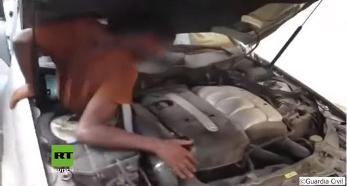 ΣΟΚ: Δείτε πως είχαν κρυφτεί παράνομοι μετανάστες στο αυτοκίνητο (βίντεο)