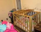 Το σπίτι-κολαστήριο όπου κλείδωναν τέσσερα μικρά παιδιά σε αυτοσχέδια κλουβιά