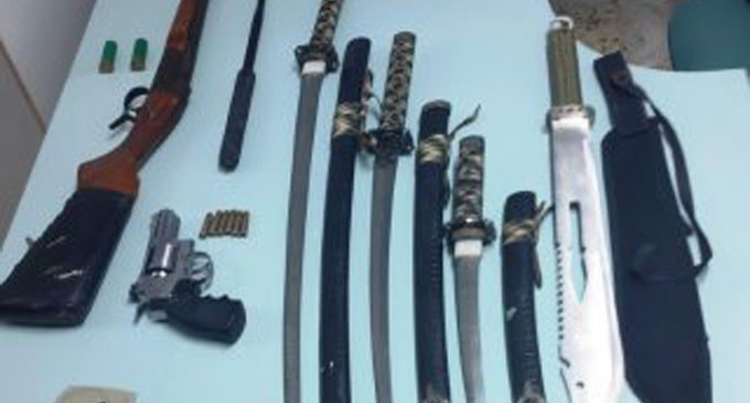 Συνελήφθη 36χρονος για ένοπλες ληστείες σε καταστήματα στον Πειραιά – Κατασχέθηκε πολεμικό τυφέκιο, αεροβόλο περίστροφο, κυνηγετικά τυφέκια και φυσίγγια