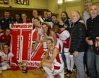 Ο Δήμαρχος Πειραιά βράβευσε την ομάδα μπάσκετ γυναικών του Ολυμπιακού