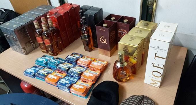 ΑΠΟΚΛΕΙΣΤΙΚΟ: Έπιασαν τους «ποντικούς» των σούπερ μάρκετ «Σκλαβενίτης» – 25 κλοπές σε καταστήματα! – Συνελήφθησαν από την Ομάδα ΔΙΑΣ Πειραιά
