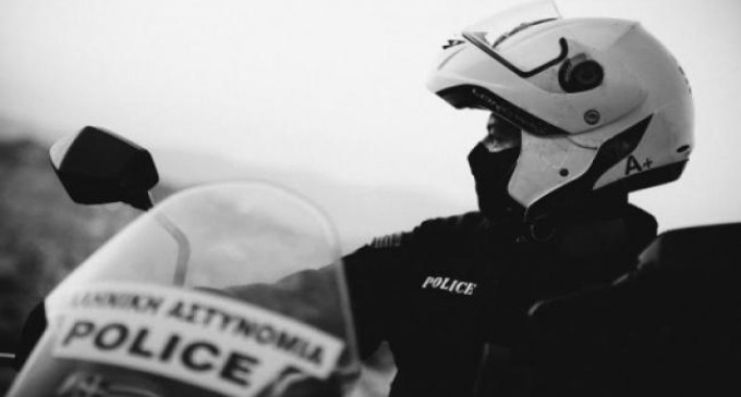 Αρνητικός στον κορωνοϊό ο 26χρονος που έφτυσε αστυνομικούς στη Βούλα