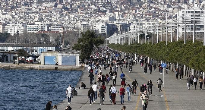 Ανεγκέφαλοι Έλληνες: Άνοιξαν τα καταστήματα παρά την απαγόρευση – Εκατοντάδες συλλήψεις – «Πρωταθλήτρια» στις παραβάσεις η Αττική