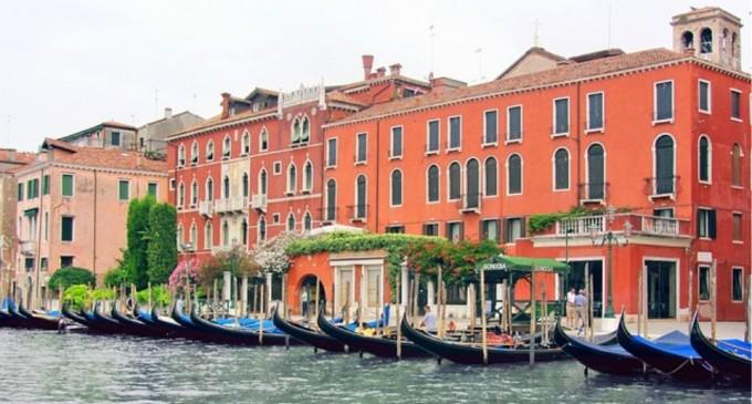 Κορωνοϊός: Στη Βενετία τα κανάλια γέμισαν δελφίνια, κύκνους και ψάρια (φωτο)