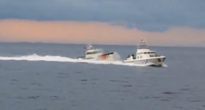 Μεταναστευτικό: Νέο βίντεο – ντοκουμέντο από την προσπάθεια των Τούρκων να εμβολίσουν ελληνικό σκάφος