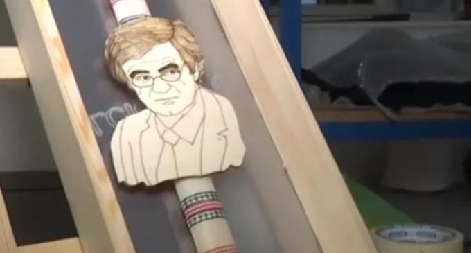 Ο Τσιόδρας έγινε… λαμπάδα! (βίντεο)