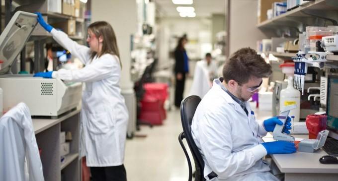 Αναχαίτιση της πανδημίας με φάρμακο που «ρίχνει πόρτα» στον ιό μελετούν επιστήμονες