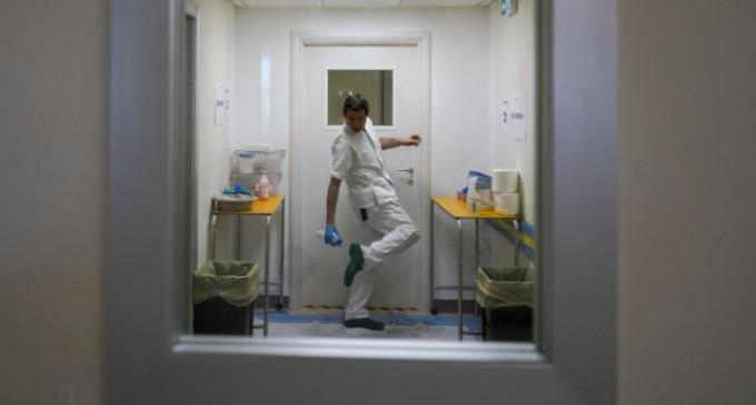 Κορωνοϊός -Ερευνα: Ο ιός αρχίζει να μεταδίδεται 2 έως 3 ημέρες πριν τα πρώτα συμπτώματα -Πότε φτάνει στη μεγαλύτερη μεταδοτικότητά του