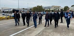Νέες εικόνες από την επίσκεψη Χαρδαλιά στον Πειραιά