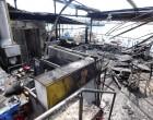 Δείτε ΑΠΟΚΛΕΙΣΤΙΚΕΣ φωτό από τη φωτιά στο μαγαζί ΜΠΟΤΣΑΡΗΣ στο Μικρολίμανο
