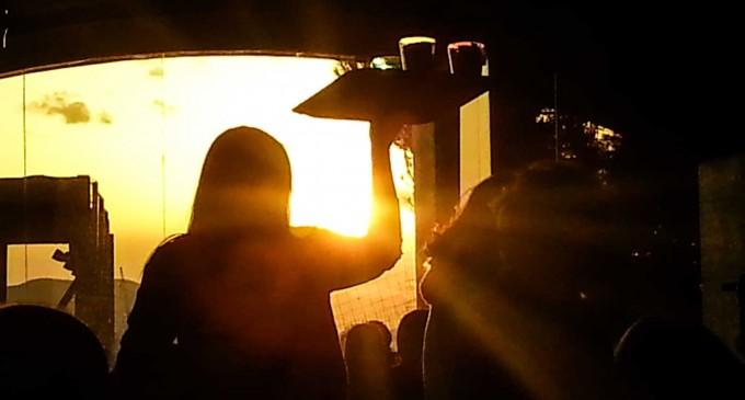 Ο συνωστισμός έφερε συλλήψεις! Χαμός για τα ποτά take away με την άφιξη της αστυνομίας
