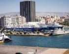 Πτώση οχήματος με δύο επιβάτες στο λιμάνι του Πειραιά