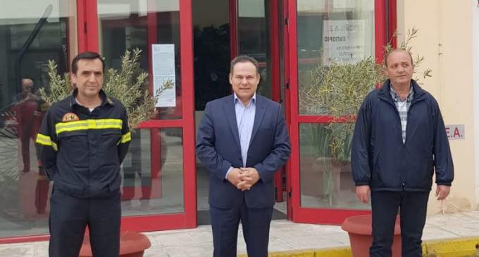 Επίσκεψη του Νίκου Μανωλάκου στην Πυροσβεστική Πειραιά – Ικανοποίηση για την ενίσχυση του Σώματος