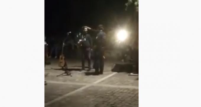 Η ΕΛ.ΑΣ διέλυσε υπαίθρια «συναυλία» κάτω από την Ακρόπολη (Βίντεο)