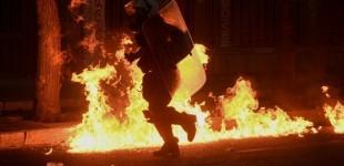 Επεισόδια στο κέντρο Αθήνας – Σε εξέλιξη η πορεία για τη δολοφονία του George Floyd