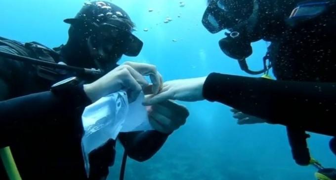 Πρόταση γάμου στον βυθό του Παγασητικού (βίντεο)