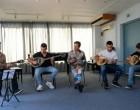 Γιώργος Μαζωνάκης: Η συγκινητική επίσκεψη στο Πρότυπο Μουσικό Κέντρο Πειραιά και η δέσμευση για προσφορά υποτροφίας