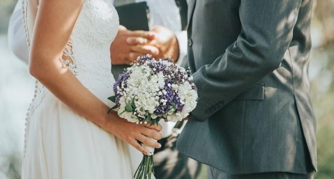 «Χάλασε» το γλέντι του γάμου η ΕΛ.ΑΣ. – Πρόστιμο και σε 24 καλεσμένους