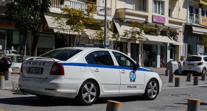 Συνελήφθη οδηγός δημάρχου των βορείων προαστίων που θησαύριζε τάζοντας διορισμούς