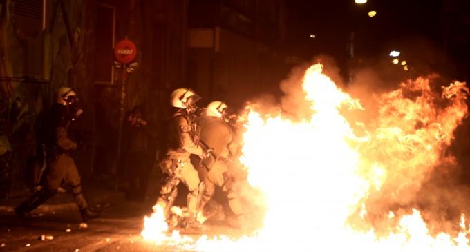 Βόμβες μολότοφ εναντίον αστυνομικών