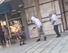 Βίντεο σοκ: Άνδρας πυροβολεί εν ψυχρώ 39χρονο στη μέση του δρόμου και στη συνέχεια τον χτυπά