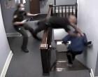 Η στιγμή που κατηγορούμενος το σκάει μέσα από το δικαστήριο (βίντεο)