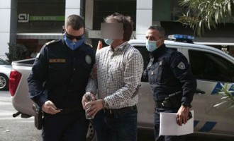 Στα δικαστήρια Πειραιά με χειροπέδες ο πολωνός καπετάνιος του πλοίου που κατέστρεψε το «Καλλιστώ»