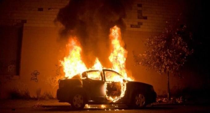 Μπαράζ εμπρησμών τη νύχτα στην Αττική – Στις φλόγες αυτοκίνητα και μοτοσικλέτες